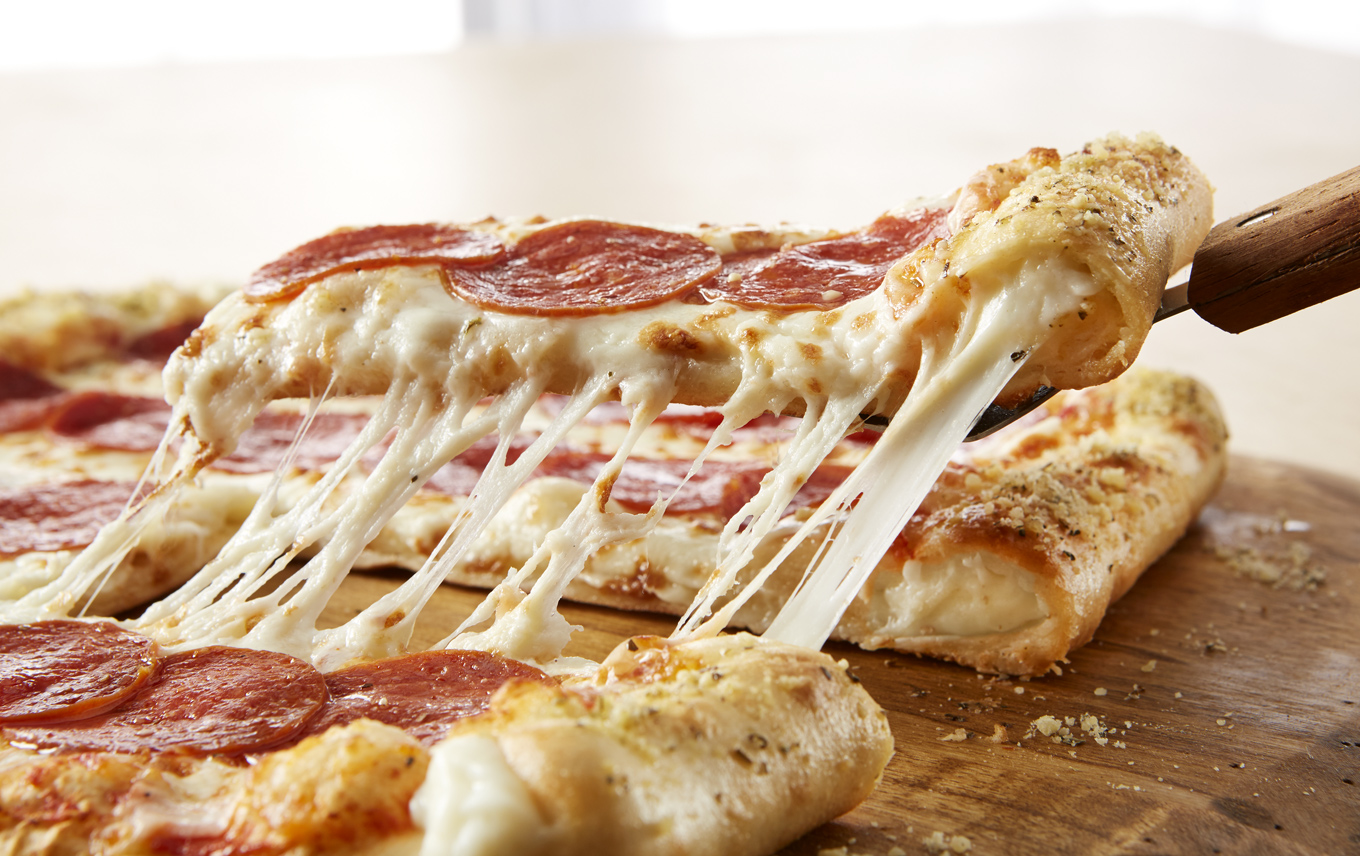PI_Stuffed-Crust-Buffet-Pizza-Cheese-Pull-12665-apf